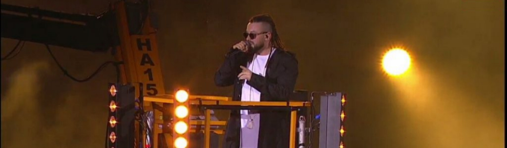 """На концерте """"Big Love Show"""" певец группы """"Burito"""" спустился на сцену на подъемнике компании ForwardUP"""